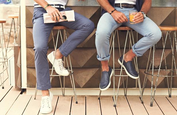 sneaker weiss f r damen und herren outfits. Black Bedroom Furniture Sets. Home Design Ideas