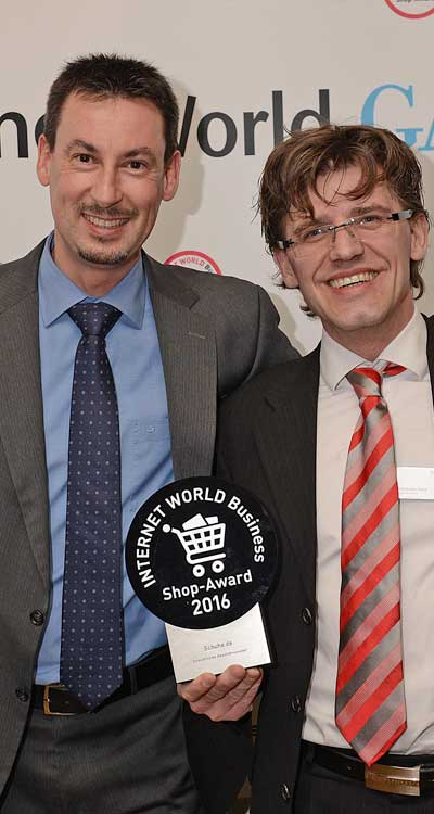 Die stolzen Gewinner (Foto: Internet World)